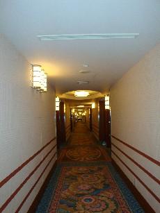 アンバサダーホテル廊下2.jpg